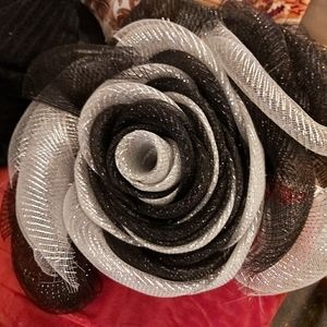 DecoMesh Rose Flower Wreath